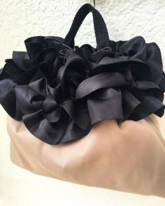 巾着べージュ、ブラック2